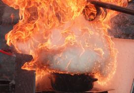 Blusdekens zelf in brand bij vlam-in-de-pan