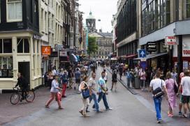 Groepshotels dreigen Amsterdam te overspoelen