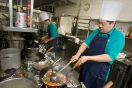 Minder Aziatische chefs in Nederlandse keukens