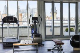 Foto's: sporten in hotel met uitzicht over Den Haag