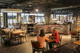 Foto's: bar van 8.000 boeken in Tilburg