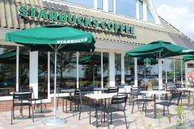 Foto's eerste Starbucks langs de snelweg