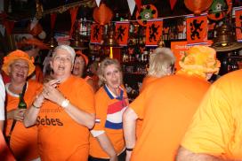 EK zonder Oranje bespaart miljoenen aan ziektegeld