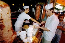 Duits restaurant komt met gedurfd Grieks crisismenu