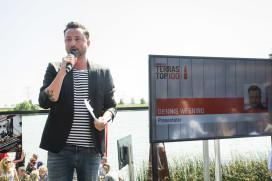 Serveerster krijgt 1000 euro fooi van Dennis Weening