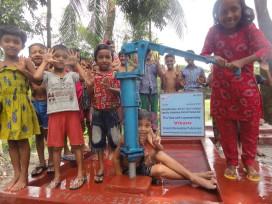 Vitam bouwt waterput in Bangladesh