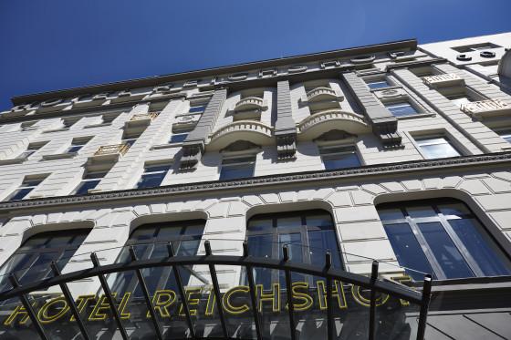 01 hotel reichshof hamburg curio collection by hilton aussenansicht joi design 560x373