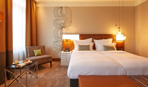 15 hotel reichshof hamburg curio collection by hilton zimmer joi design 560x331