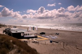 Strandpaviljoen blooming beach geopend