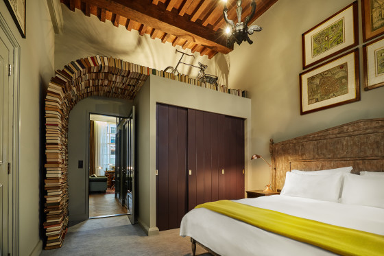 Suites book collectors suite bedroom 560x373