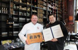 Schilo van Coevorden ontvangt award Japan