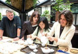 Theemeester Yu Hui Tseng bezoekt Librije
