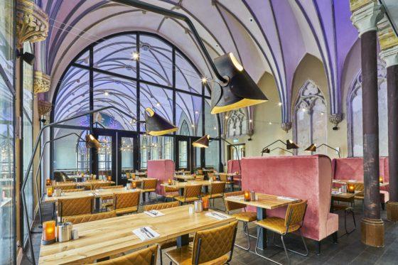 Breakfast room 21 560x373