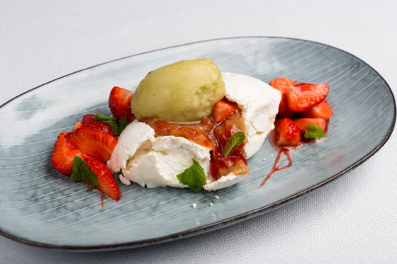 225910 swych merengue with strawberries and mojito sorbet e3fcae original 1475062255 560x373