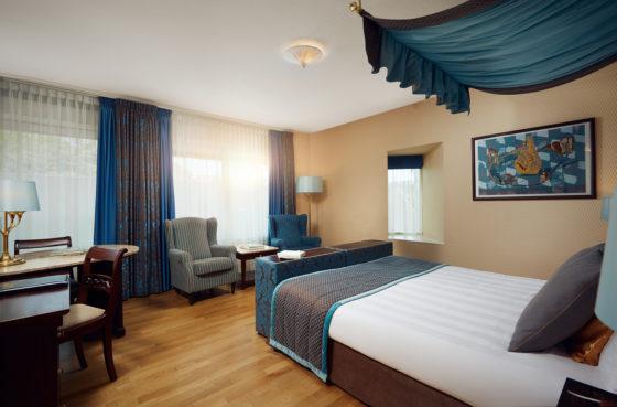 Hotel deluxe room 560x369