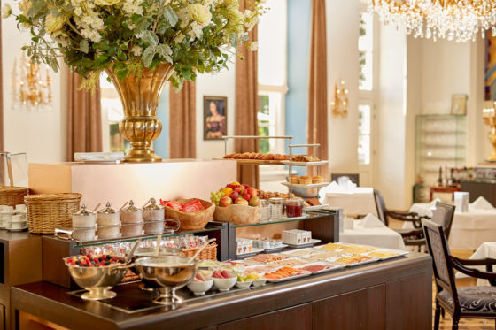 Hotel refter breakfast buffet 560x373