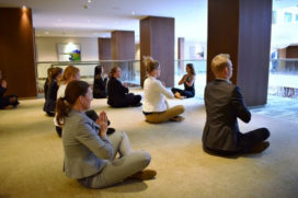 Yoga tijdens vergadering bij Hilton The Hague