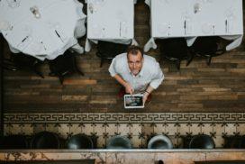 Blaauw vervangt 'papieren' wijnkaart door tablet in Gastrobar Paris