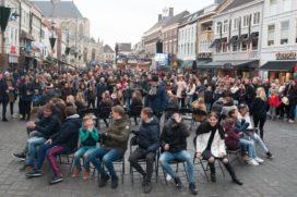 Foto's: Satelliet Meubelen zet zich met stoelendance in voor Serious Request