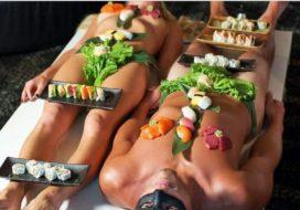 Restaurant serveert gerechten op naaktmodel