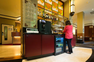 Self service bar in het Banks Mansion Amsterdam