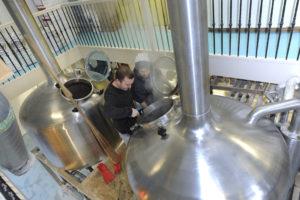 Pepijn Calis (l) één van de bierbrouwers (c) Fotopersbureau Dijkstra.