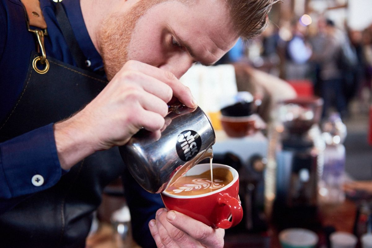 Latte Art-kampioen Nick Vink op Amsterdam Coffee Festival