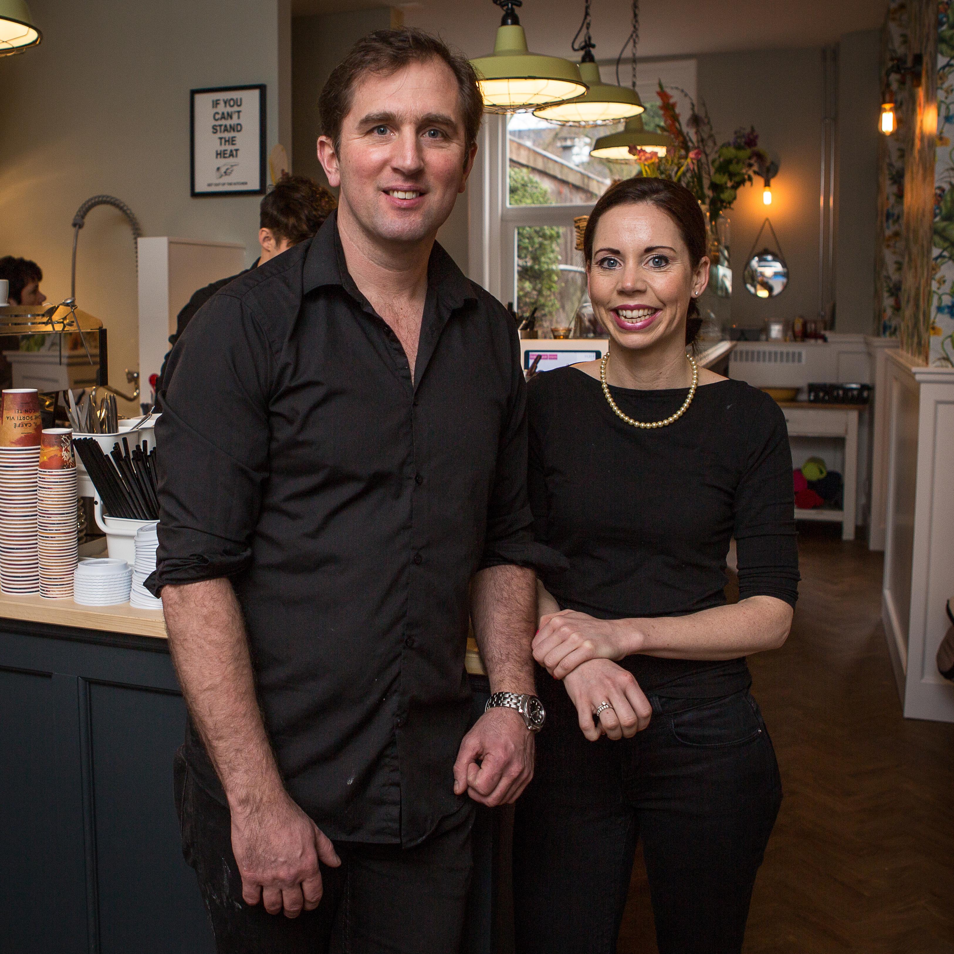 vlnr Fiona Buitenhuis (32) en haar man Marc Stöger (41)