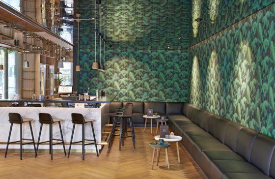 Hyatt regency amsterdam mama makan bar 560x364