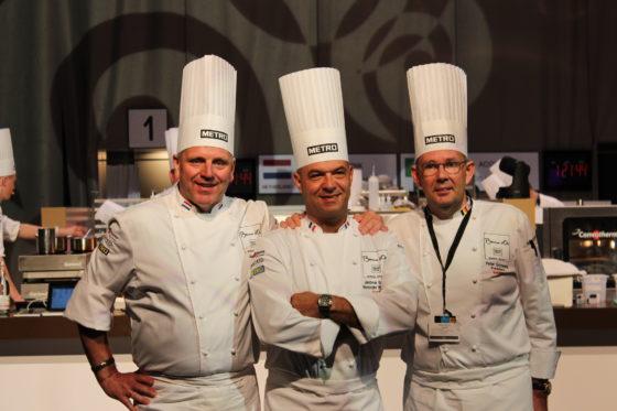 Jonnie Boer (l) met Paul Bocuse junior en Peter Goossens bij de Bocuse in Boedapest. in 2016.