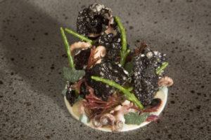 Tonny Berentsen: Ceviche van wilde zeebaars met octopus, crème van kokkel en zeekraal.