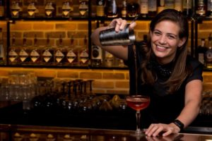 Tess Posthumus behaalt top vier 'International Bartender of the Year'