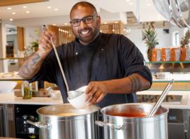 Sarath in 't Groen van The Colour Kitchen: 'Zet je trots opzij'