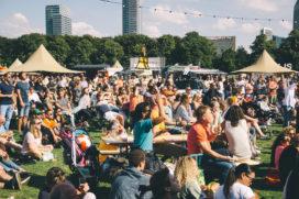 Malieveld geslaagd decor voor extra groot foodtruckfestival