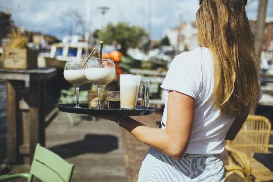 Horeca personeel: Tips voor inwerken nieuwe medewerkers in het terrasseizoen
