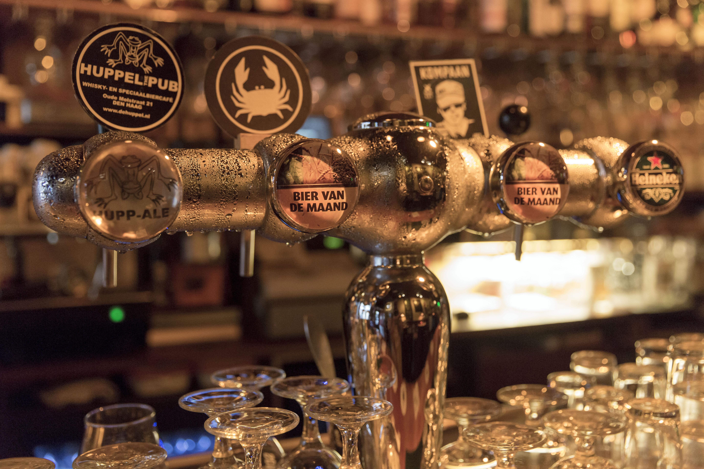 Vaak Huppel The Pub in Den Haag: typisch bruincafé anno nu &ER91