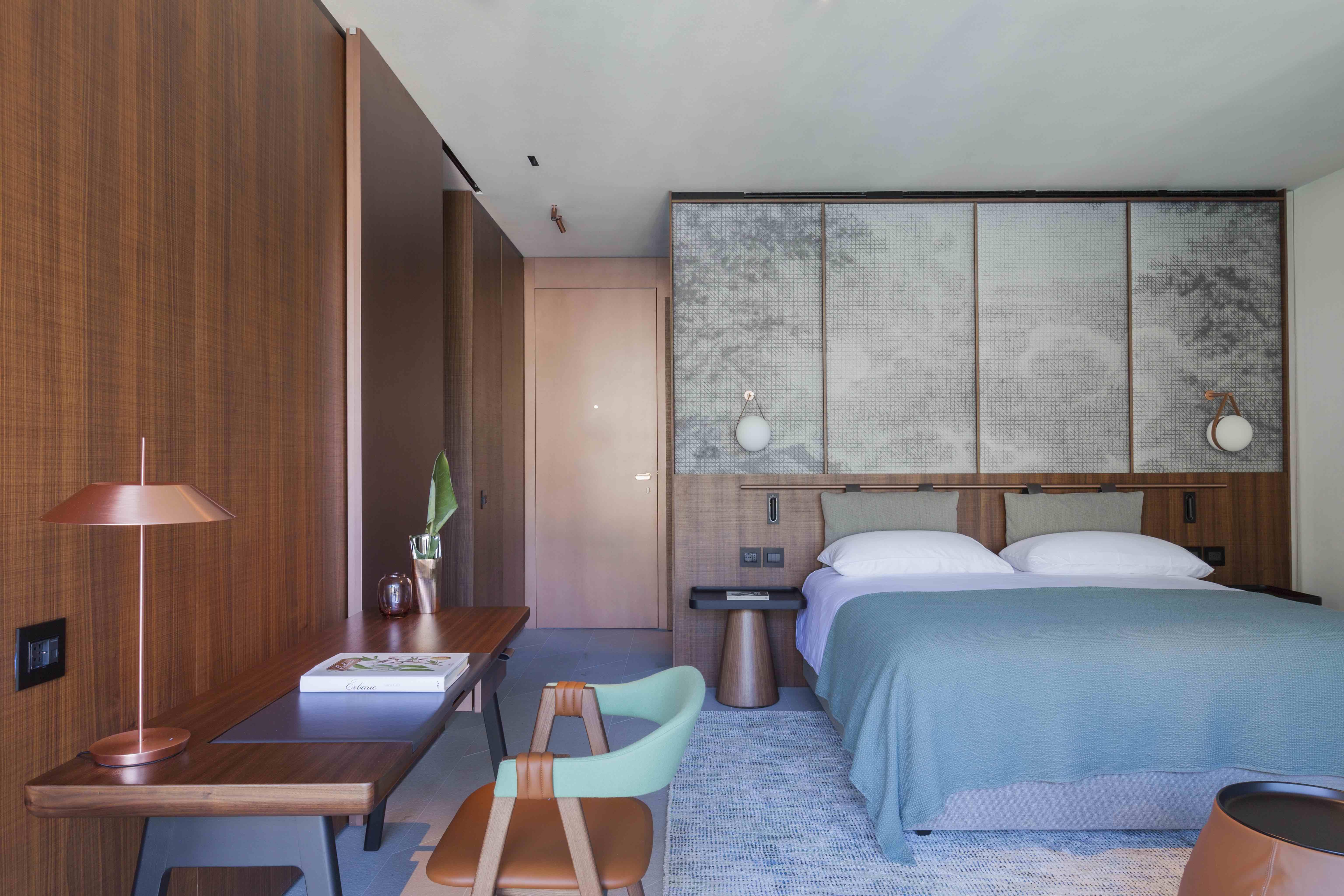https://d11s8ysge2pxse.cloudfront.net/app/uploads/2017/09/Kamer-van-Hotel-Il-Sereno-Lago-di-Como-ontworpen-door-Patricia-Urquiola.jpg