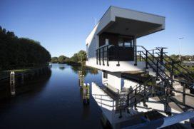 Eerste Amsterdamse brugwachtershuisjes open als hotelkamer