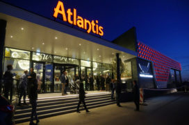 Wereldrestaurant Atlantis Almere opent met groot vuurwerk