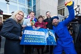 Bavaria overhandigt 170.000 handtekeningen in Den Haag voor Carnavalvrij