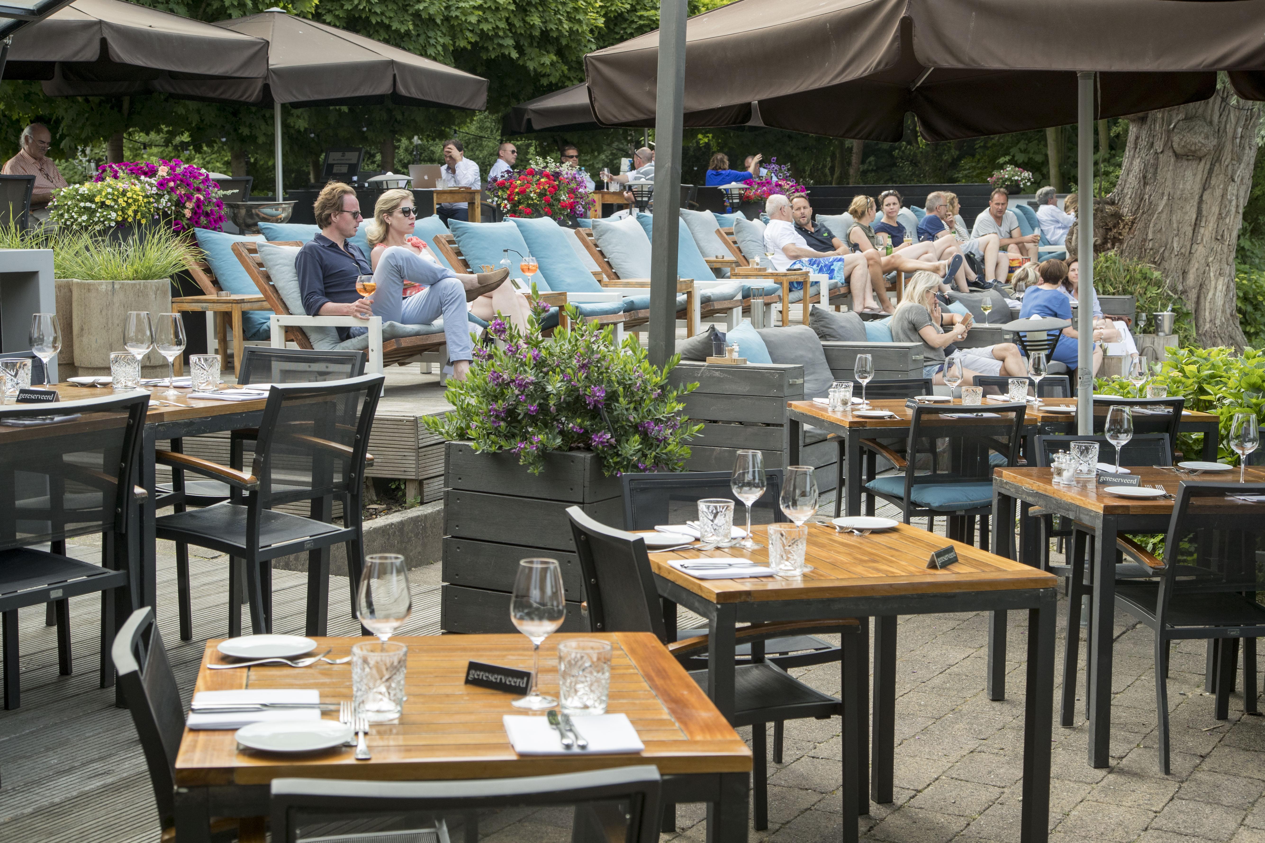 Horeca Meubels Amsterdam : Trends in terrasmeubilair horeca van rotanstoel tot mix van kleuren