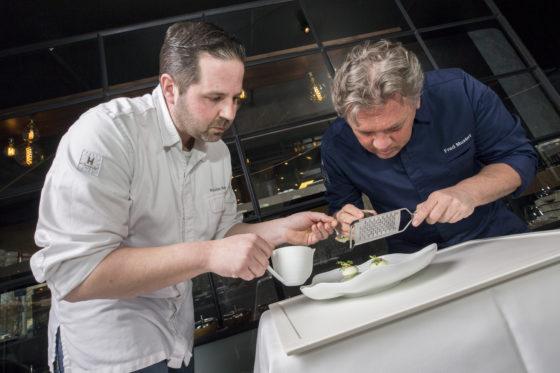 Fred met rechterhand Nico Belot. Al veertien jaar samen in de keuken