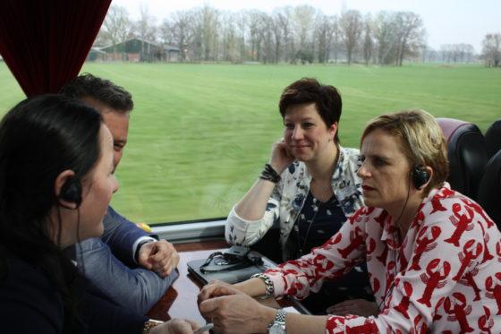En dan weer in de bus.
