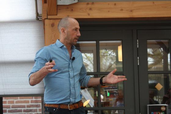 Ondernemer Bert van Zijtveld vertelt over hoe hij de samenwerking zoekt met andere partijen en naast zijn pannenkoekenzaak nog veel meer runt en organiseert.