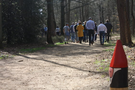 Dan volgt een kleine wandeling over het aangelegde Kabouterpad.