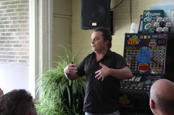 Eén van de drie compagnons, Ronnie Degen, vertelt over organiseren en de historie van De Zwarte Cross.