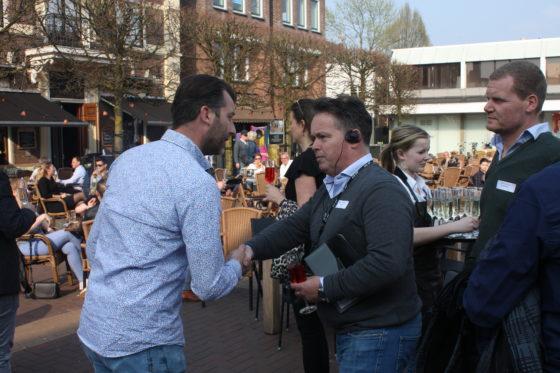 Daar wordt iedereen welkom geheten door Niels Mulder van café-restaurant Nielz.