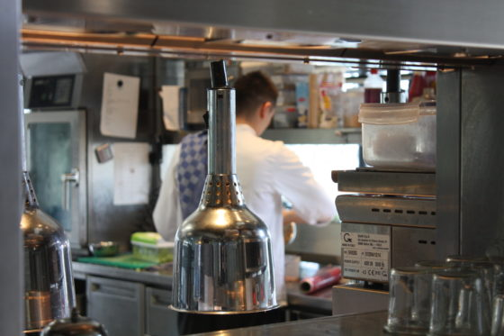 Kijkje in de keuken.