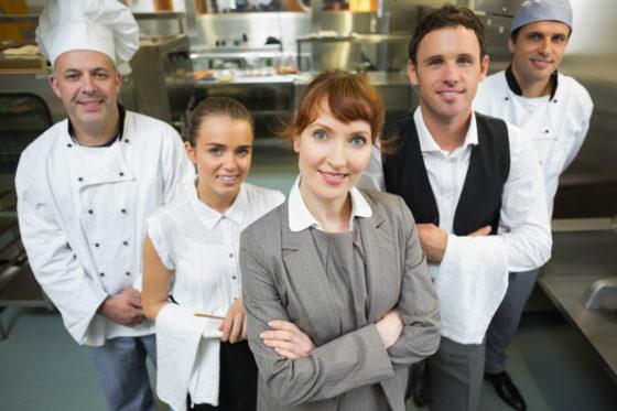 Horeca personeel: wat moet je weten over werven, binden, contracten en de cao