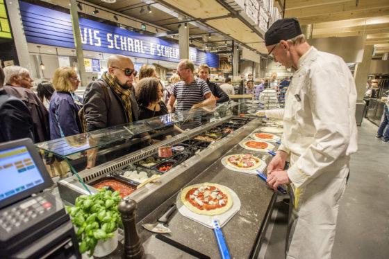 Foto6 verse pizza uit de italiaanse keuken 560x374